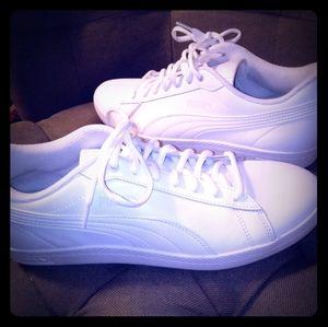 Women's White Leather Pumas